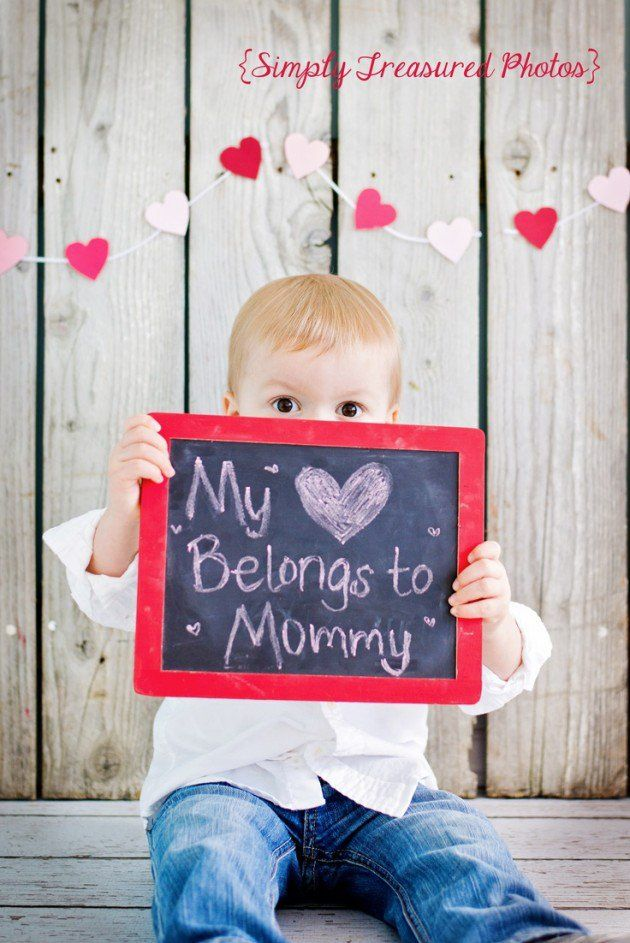 Baby holding sign that says My Heart Belongs to Mommy