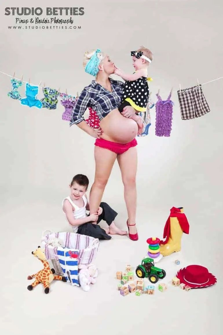 50 great ideas for your maternity photoshoot! Seasons, dogs, family, siblings, to couples.